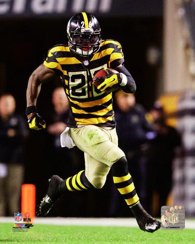 Le'Veon Bell Running in Bumblebee Uniform 8x10 Photo - Unsigned