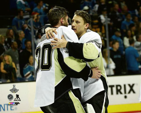 Murray / Oleksy - Hugging 8x10 - Unsigned