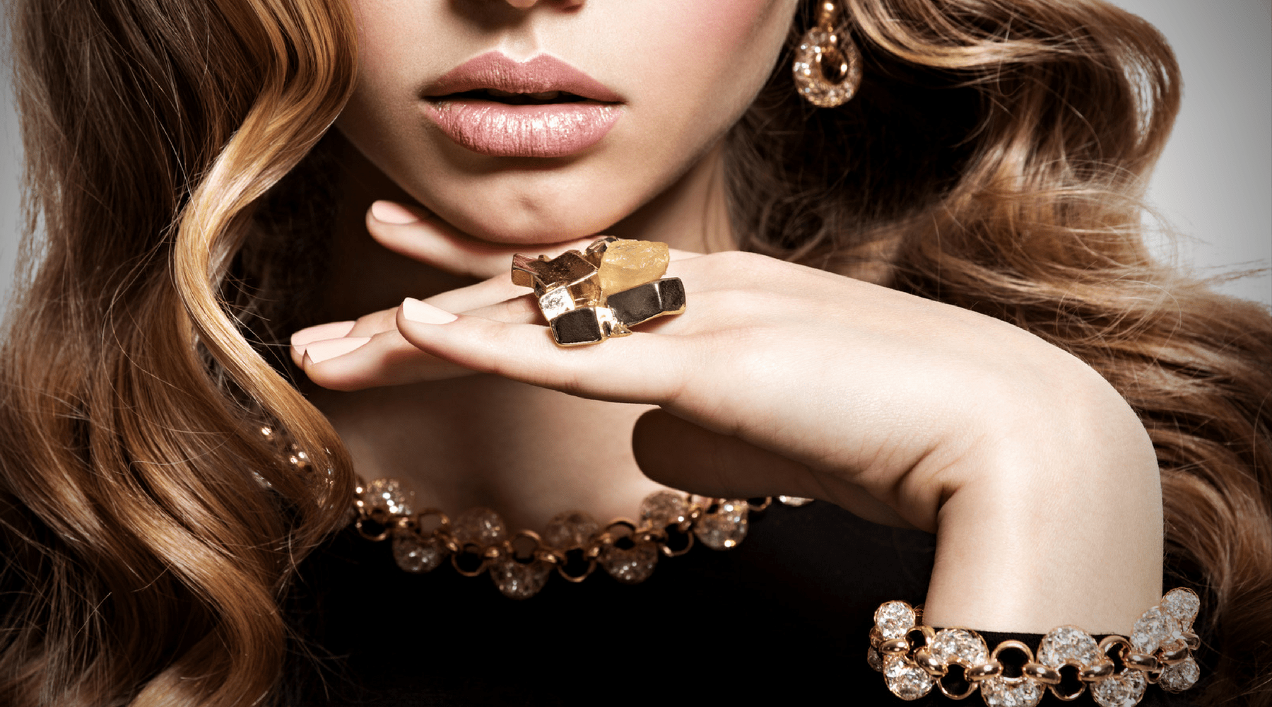 470a67ee8 10 Ways to Coordinate Jewelry with Your Outfit