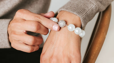 How to Coordinate a Pearl Bracelet with Your Wardrobe