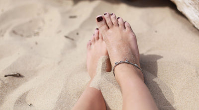 How to Style an Ankle Bracelet on a Summer Holiday