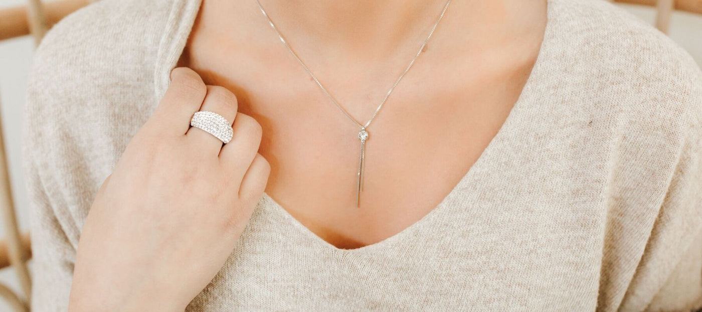 Keeping It Simple: How Simple Jewelry Can Make Your Look Pop