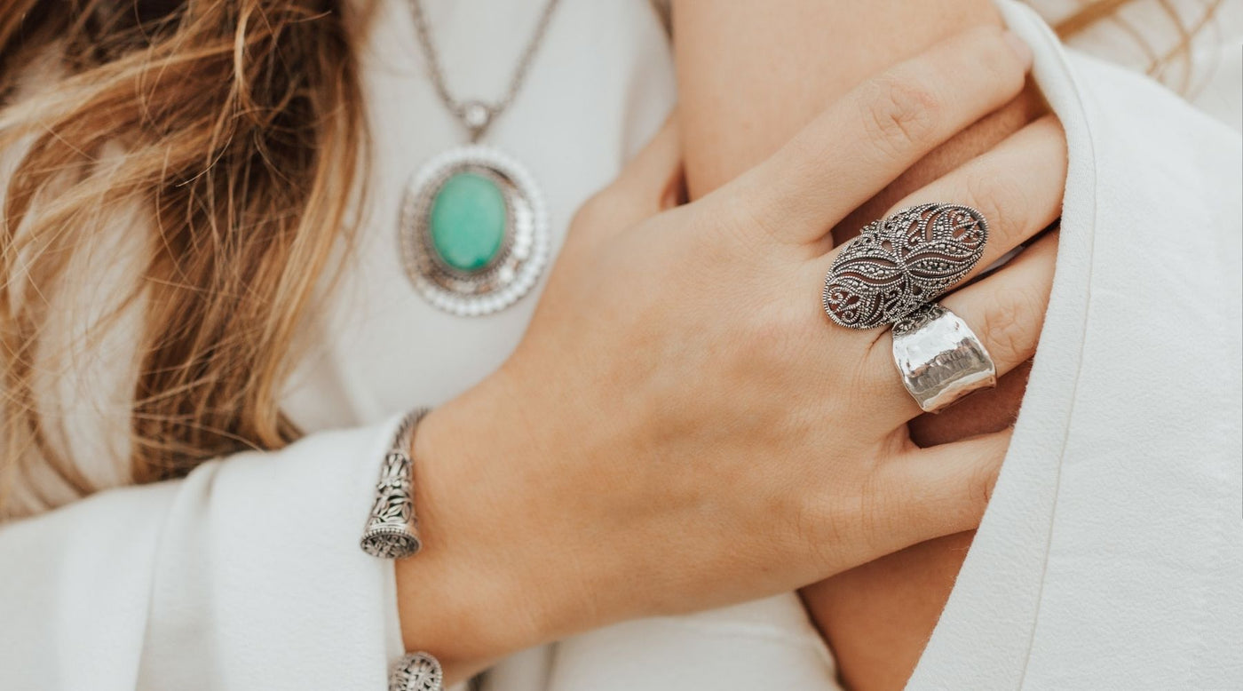 8 Tips on Choosing Silver Rings for Winter Outfits