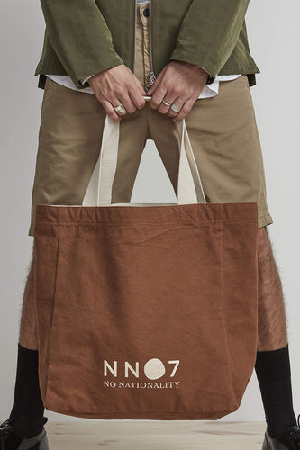 NN07 Organic Cotton Shopping Tote Bag (Canela Brown) Model