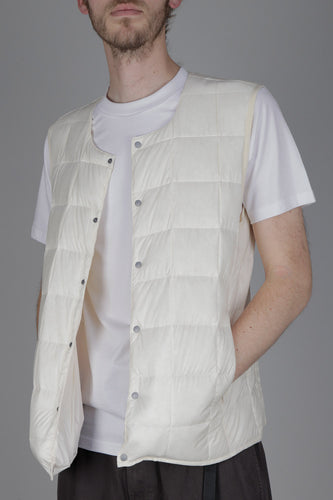 Taion 004 V Neck Button Down Vest (Off White)