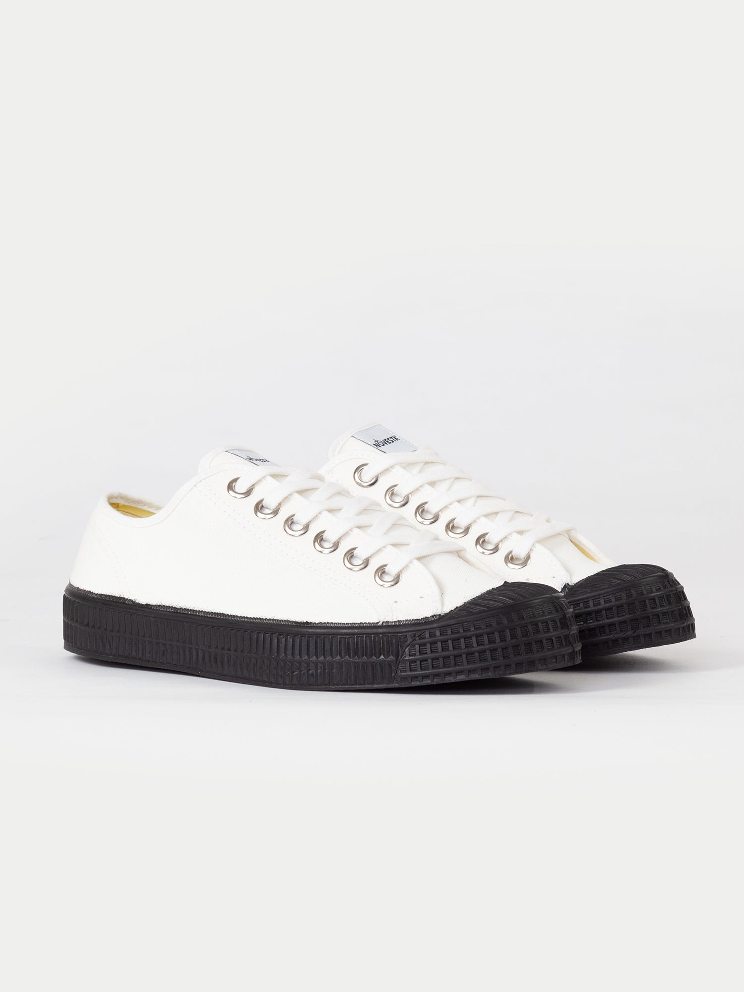 Novesta Star Master (White & Black)