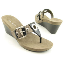 Nine West Levehim Silver Sandals Thongs Womens Shoes 9M