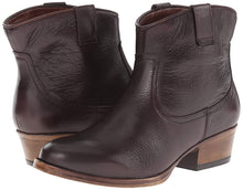 Kenneth Cole REACTION Women's Hot Step Western Boot