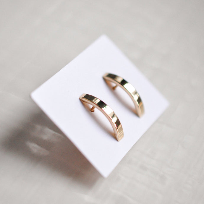 Curved Bar Stud - Solid Gold