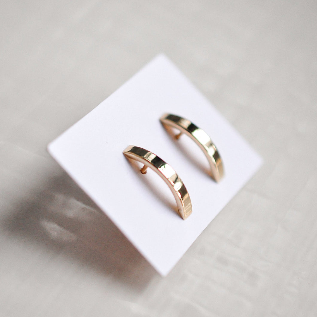 Curved Bar Stud Earring