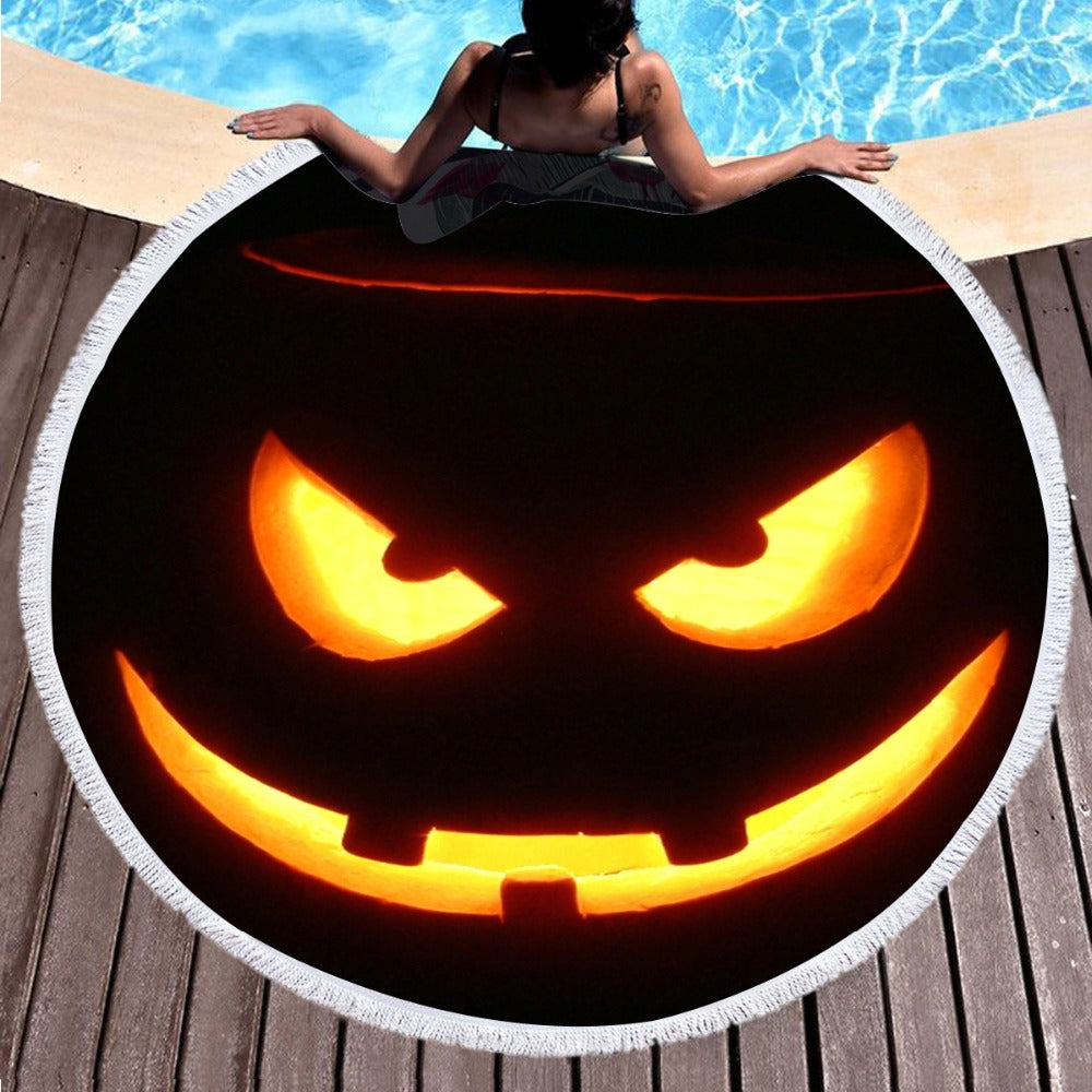 The Smiling Pumpkin Round Beach Towel