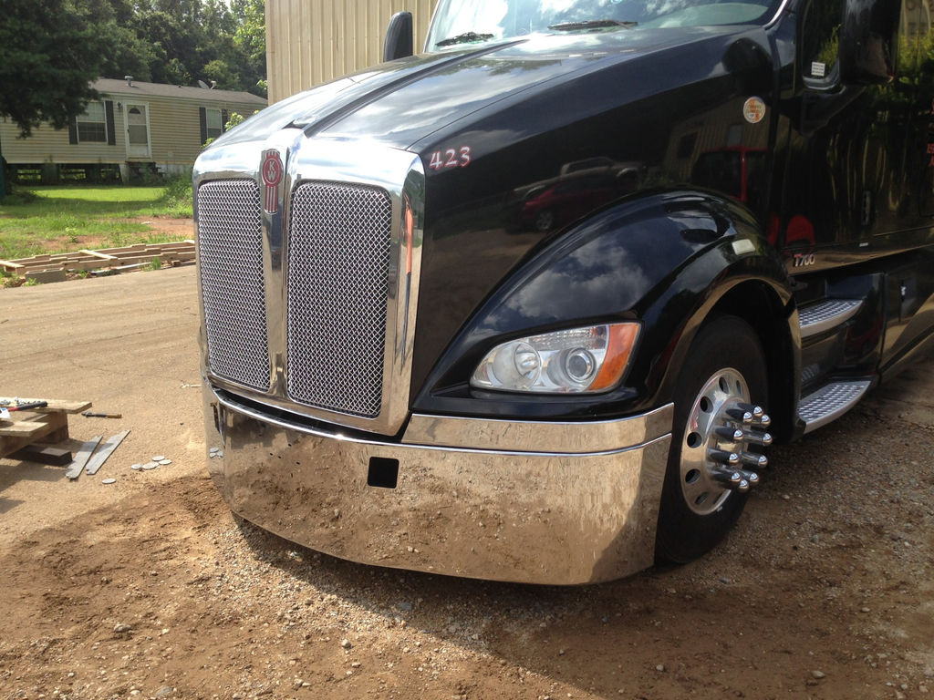 """18"""" Kenworth T700 Bumper with Step And Tow (3 Pieces) fits all years ..."""