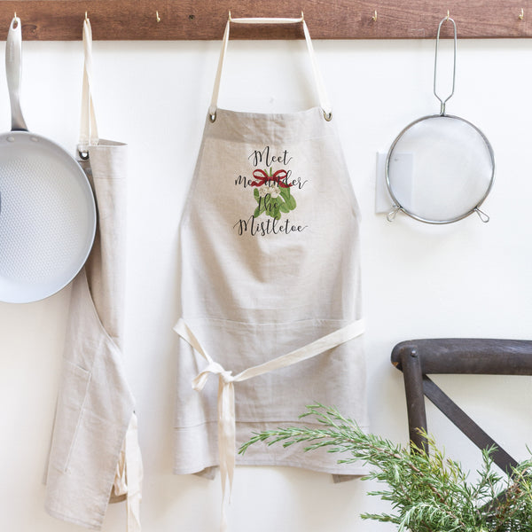 Mistletoe Apron - Porter Lane Home