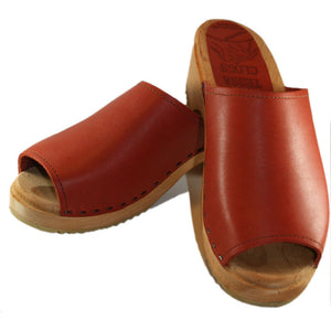 Traditional Heel Barbro Sandal in Brick Leather
