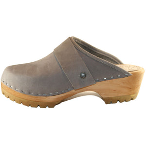 Mountain Sole Clog in Steel nubuck leather with wide snap strap