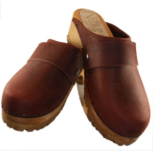 Mountain Sole Clog in dark brick leather with wide snap strap