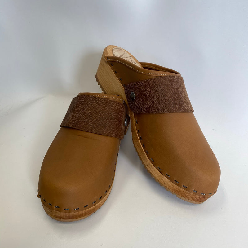 Traditional Heel Nougat with Wide Snap Strap size 41 - Factory Seconds