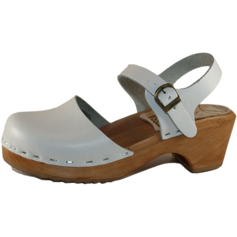 Children's Closed Toe White Moa Sandal