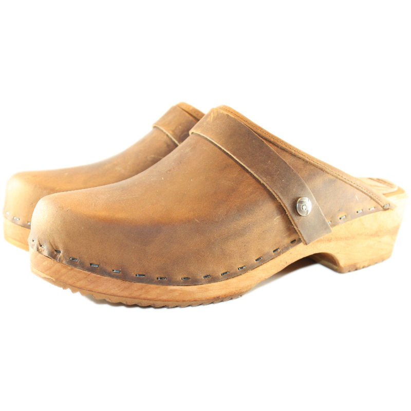 Rustic Brown Oil Tanned Snap Strap Clogs