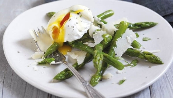 Poached egg with grilled asparagus and shaved parmesan