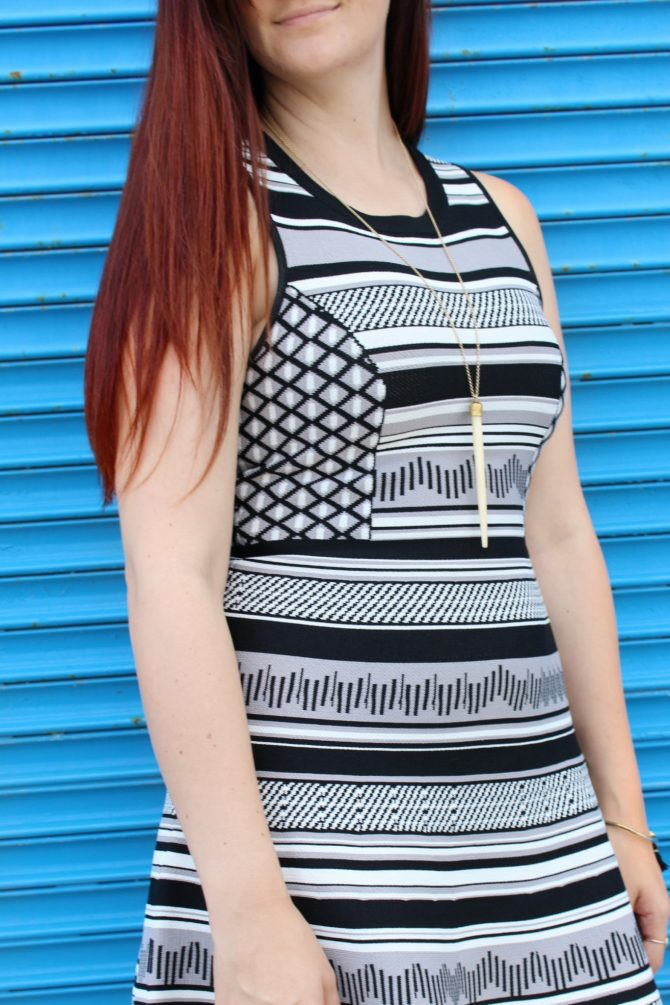 black-and-white-printed-dress-blue-mural-5