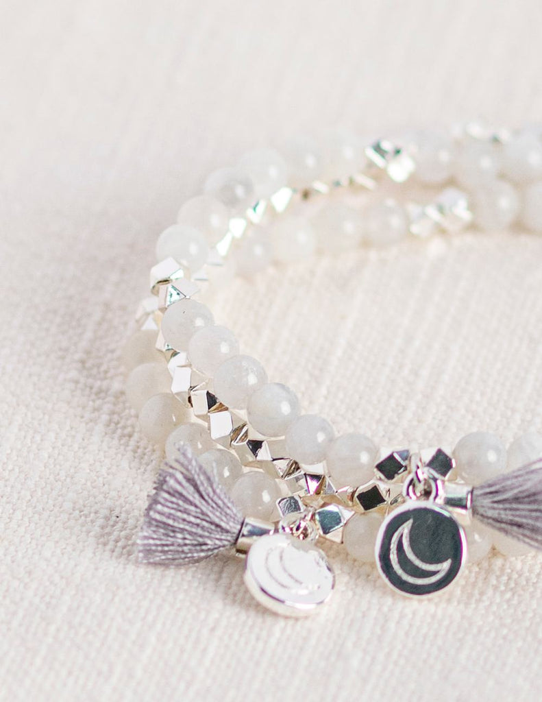 Crystal gemstone bracelets to diffuse essential oil jewelry