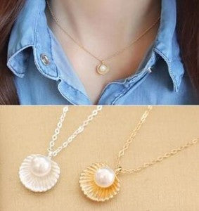 Pearls Shell Shaped pendant Necklace