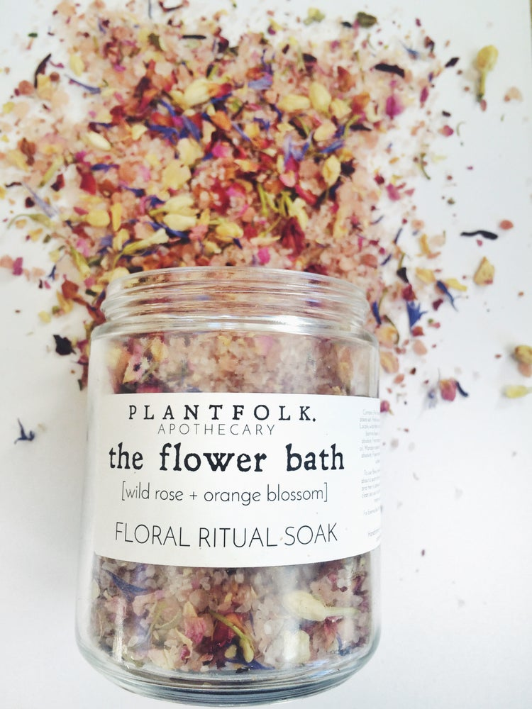 THE FLOWER BATH FLORAL RITUAL SOAK