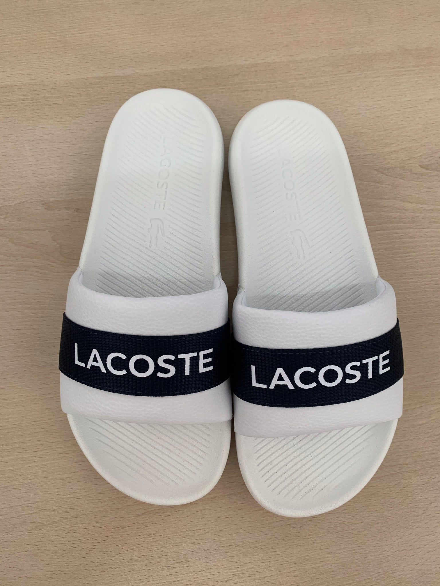 LACOSTE - white and navy slides