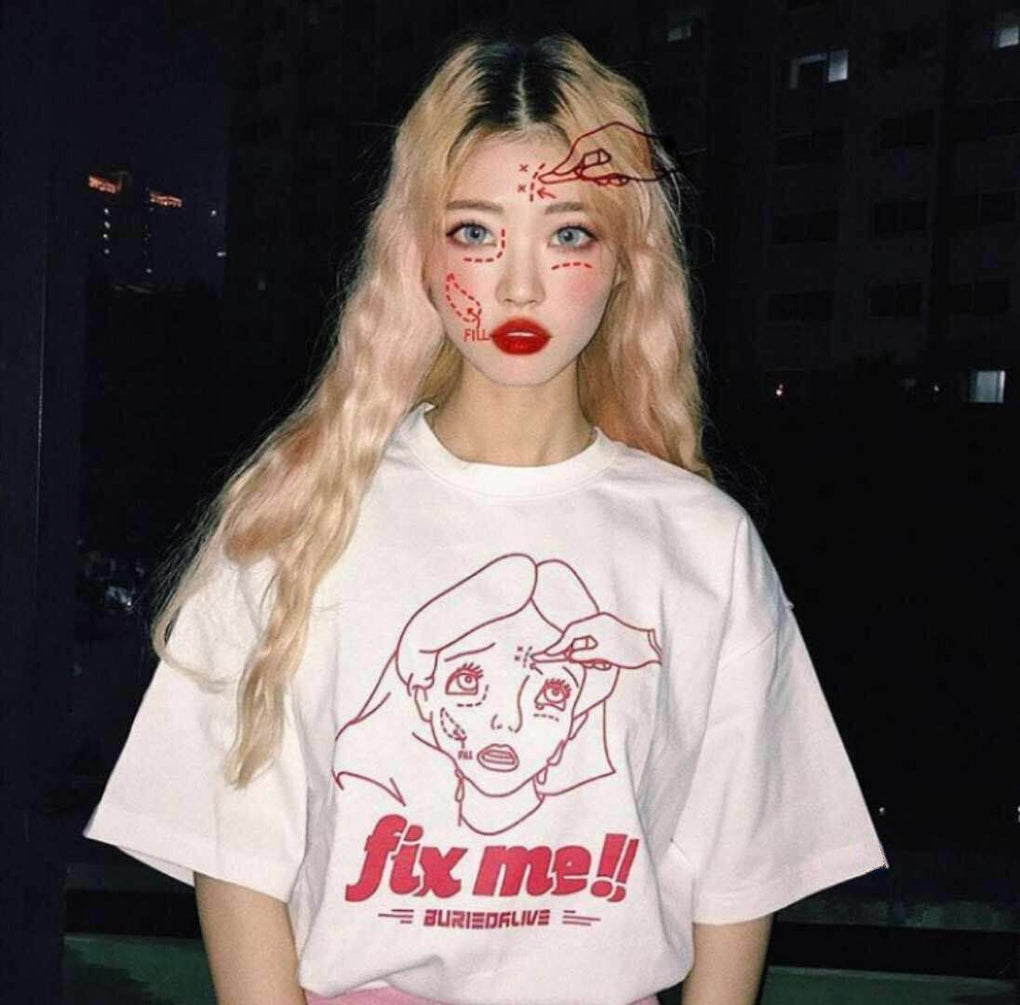 itGirl Shop ALICE FACE PLASTIC SURGERY PRINT OVERSIZED GRUNGE T-SHIRT Aesthetic Apparel, Tumblr Clothes, Soft Grunge, Pastel goth, Harajuku fashion. Korean and Japan Style looks