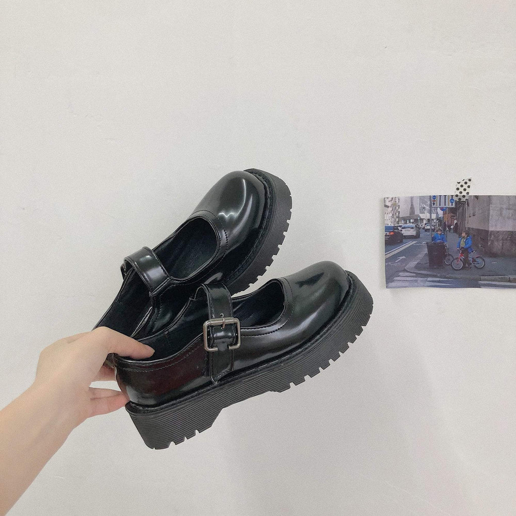 BLACK AESTHETIC VINTAGE PLATFORM SHINY SANDALS
