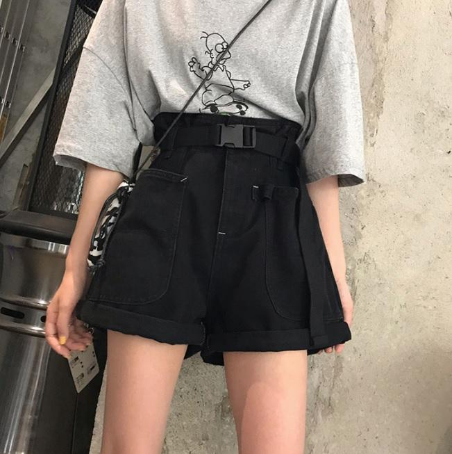 BLACK CREAMY WHITE GRUNGE AESTHETIC LOOSE SHORTS