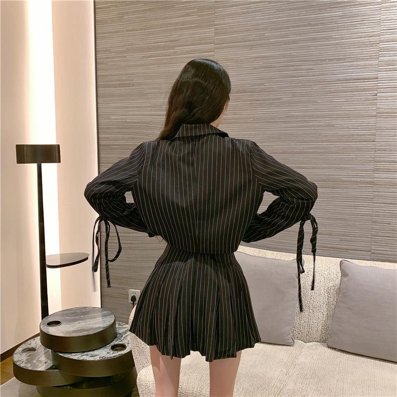 BLACK WHITE PLEATED SKIRT AND CROPPED SUIT JACKET 2 IN 1