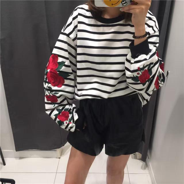 itGirl Shop BW STRIPES RED ROSES FLOWERS EMBROIDERY SLEEVE SWEATSHIRT