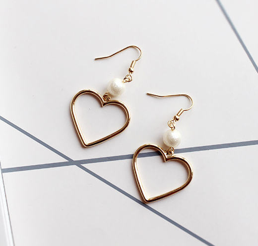 itGirl Shop CUTE GOLDEN METALLIC PEARL DROP HEART HOLE EARRINGS