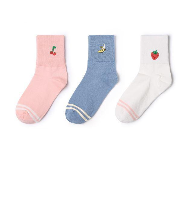 itGirl Shop FRUITS STRAWBERRY PEACH PINEAPPLE BANANA EMBROIDERY SOCKS