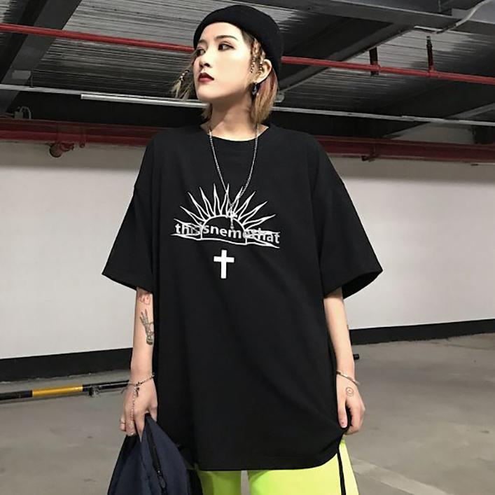 itGirl Shop GOTHIC STYLE LETTER PRINT BLACK OVERSIZED T-SHIRT