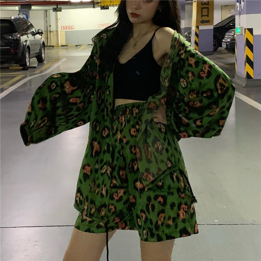 GREEN LEOPARD PATTERN LIGHT JACKET LOOSE SHORTS TWO PIECE SET