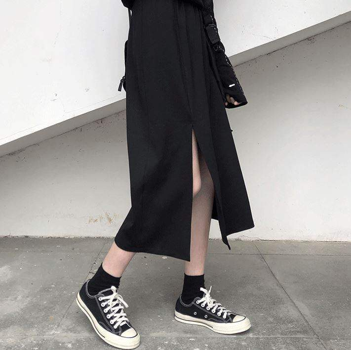 itGirl Shop GRUNGE BLACK SIDE SLIT MIDI SKIRT