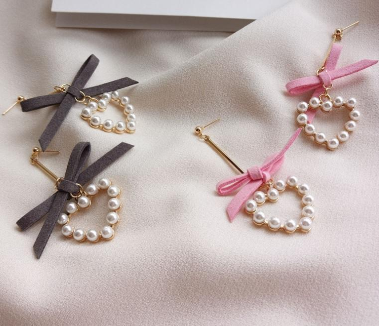 itGirl Shop METALLIC THIN STICK LACE BOW PEARL HEARTS EARRINGS