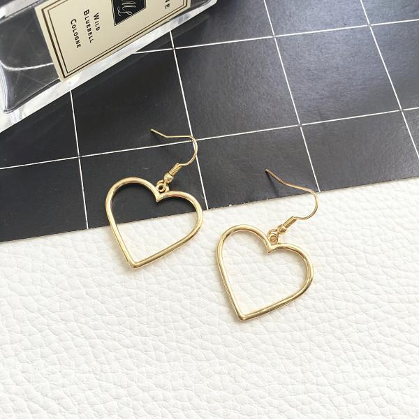 itGirl Shop METALLIC VINTAGE HEART EARRINGS Aesthetic Apparel, Tumblr Clothes, Soft Grunge, Pastel goth, Harajuku fashion. Korean and Japan Style looks