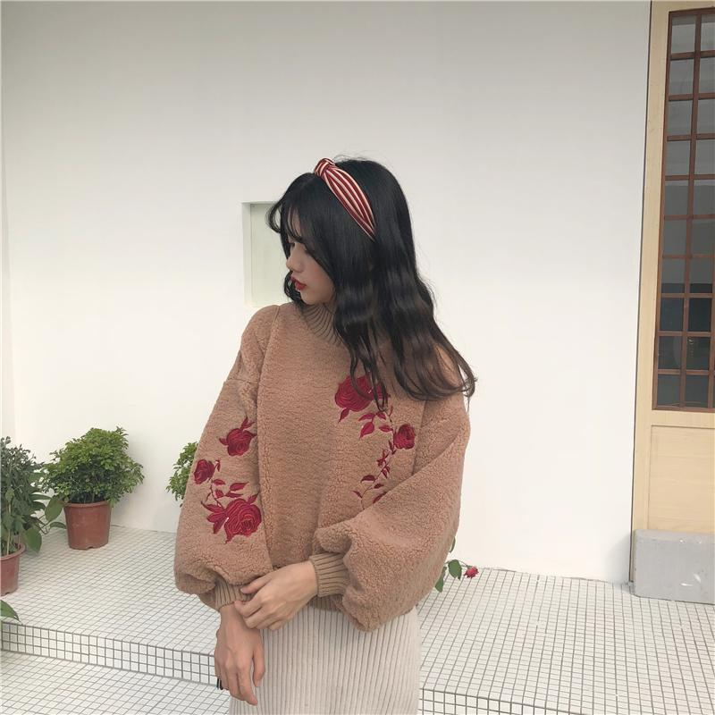 itGirl Shop OVERSIZED PLUSH BROWN WHITE RED FLOWERS EMBROIDERY SWEATER