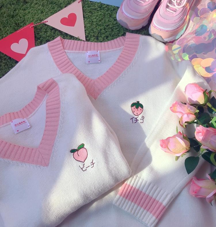 itGirl Shop PEACH STRAWBERRY EMBROIDERY WHITE SWEATER