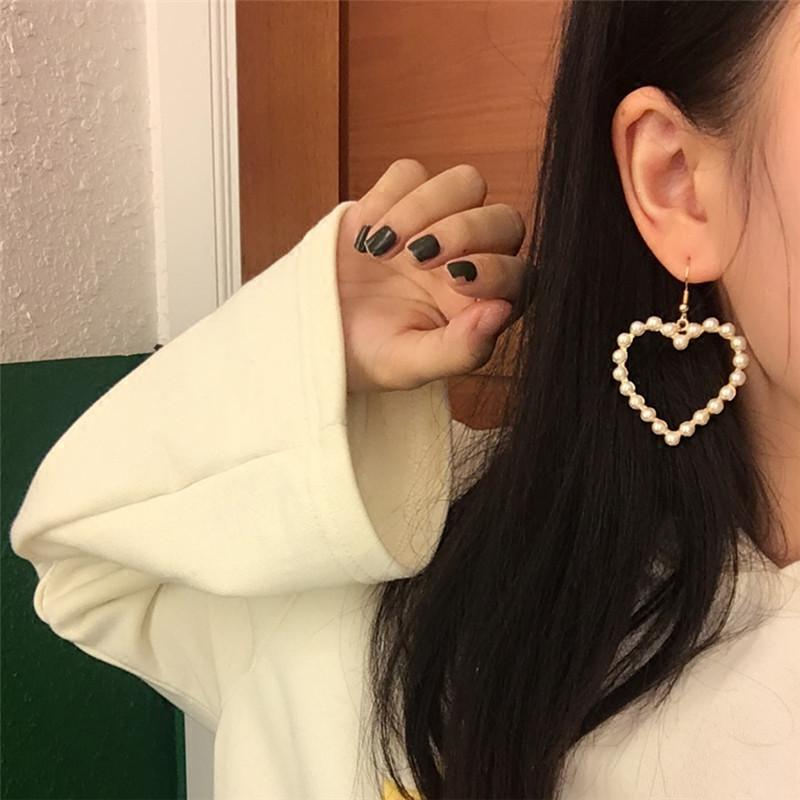 itGirl Shop PEARL HEARTS MINIMAL EARRINGS Aesthetic Apparel, Tumblr Clothes, Soft Grunge, Pastel goth, Harajuku fashion. Korean and Japan Style looks