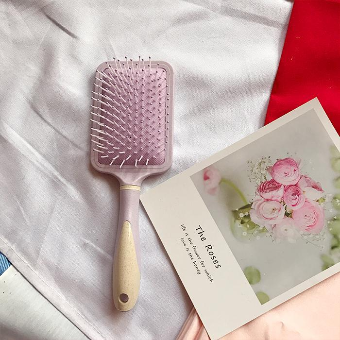 itGirl Shop PINK LILAC PLASTIC MASSAGE HAIR BRUSH