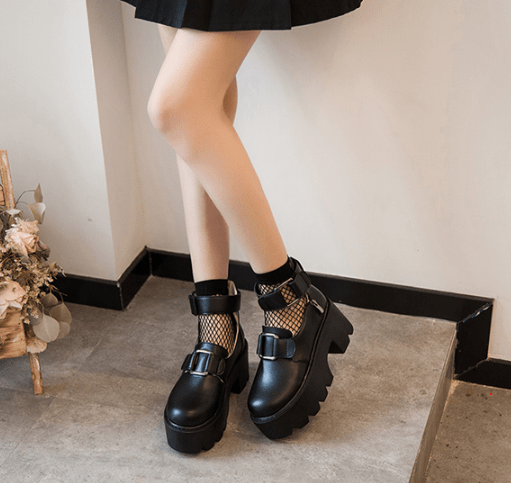 itGirl Shop PLATFORM BLACK FRONT BUCKLE PU LEATHER ANKLE BOOTS