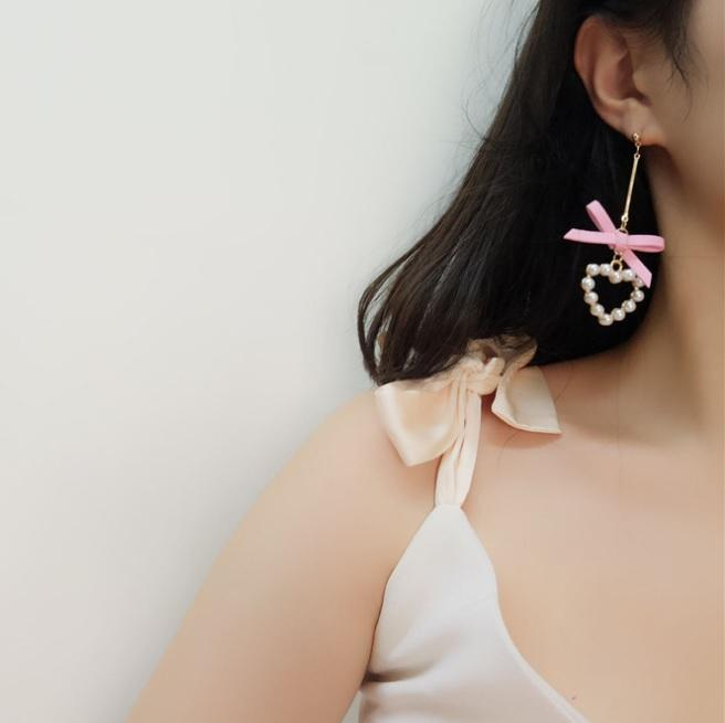 itGirl Shop METALLIC THIN STICK LACE BOW PEARL HEARTS EARRINGS Aesthetic Apparel, Tumblr Clothes, Soft Grunge, Pastel goth, Harajuku fashion. Korean and Japan Style looks