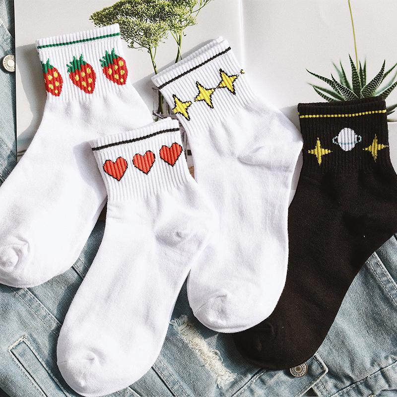 itGirl Shop SHORT WHITE ANKLE EMBROIDERY PATCHES SOCKS