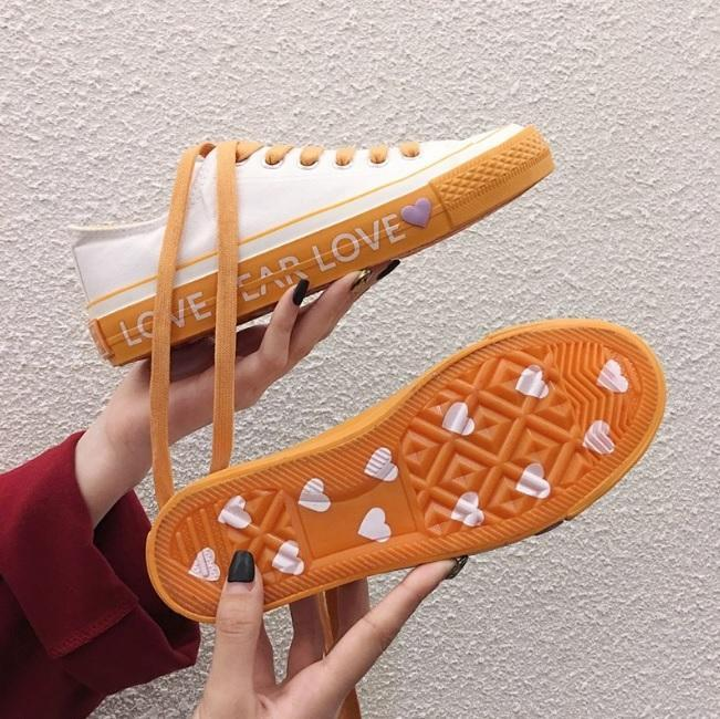itGirl Shop SOLE HEART LETTERS PRINT COLORFUL CANVAS SNEAKERS