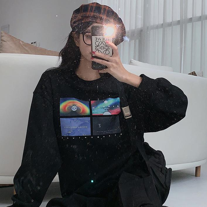 itGirl Shop SPACE GALAXY PRINT OVERSIZED BLACK SWEATSHIRT